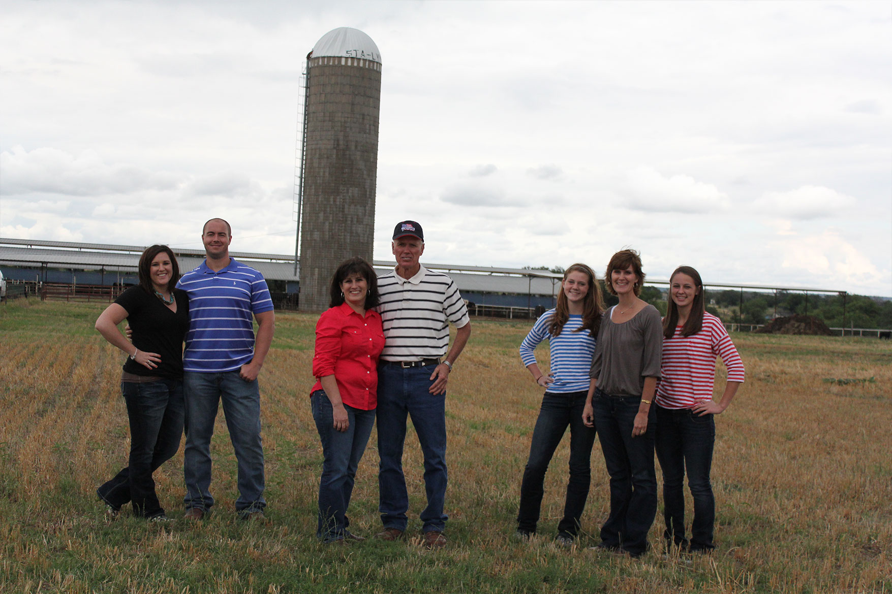 The whole Haedge family poses for a photo in front of the dairy.