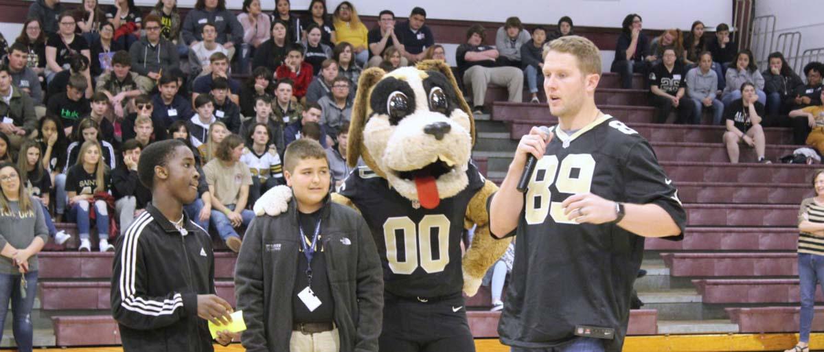 Saints' Josh Hill Celebrates School Breakfast With Albany High School