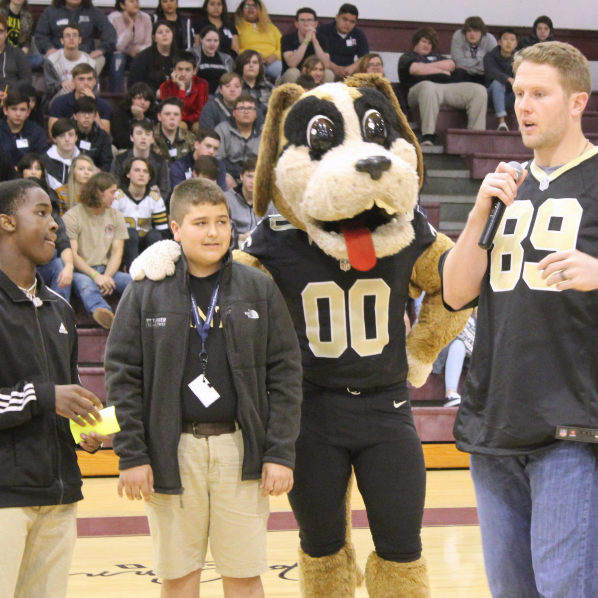 Saints' Josh Hill Celebrates School Breakfast With Albany High School